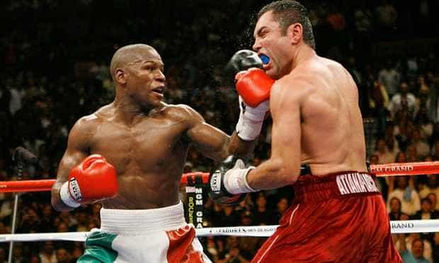 Oscar De La Hoya: Former Boxer Calls Floyd Mayweather Jr. 'Boring' in Playboy's December Issue