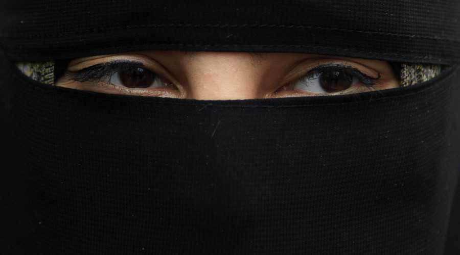 Switzerland: Ticino Region Approves Ban on Wearing Burqas in Public