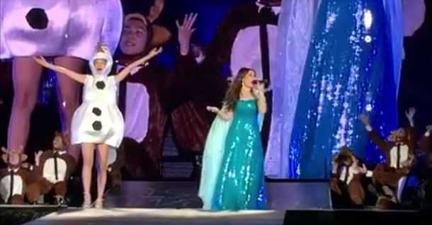 Taylor Swift Sings 'Let It Go' With Idina Menzel