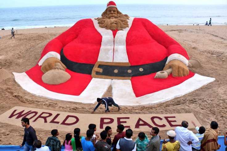 Odisha: Artist Sudarsan Pattnaik Creates What May Be World's Tallest Santa Claus Made of Sand