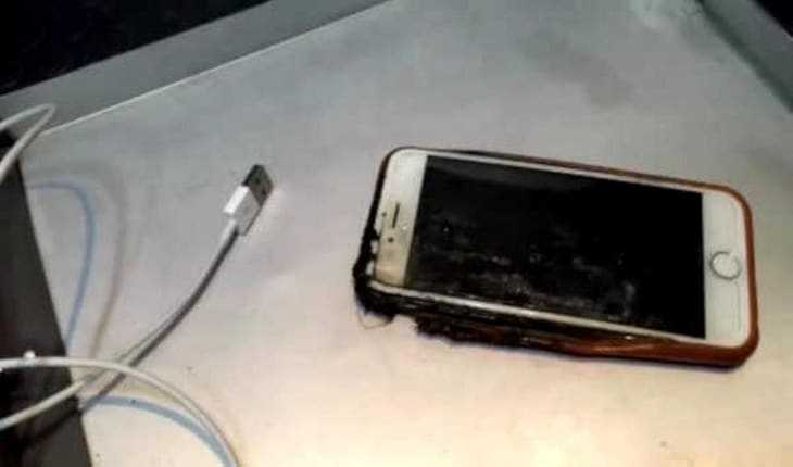 iPhone Mobile bursts into flames during flight freaks out everyone onboard