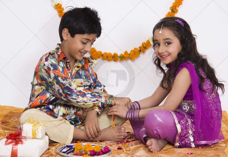 raksha bandhan pictures of brother and sister