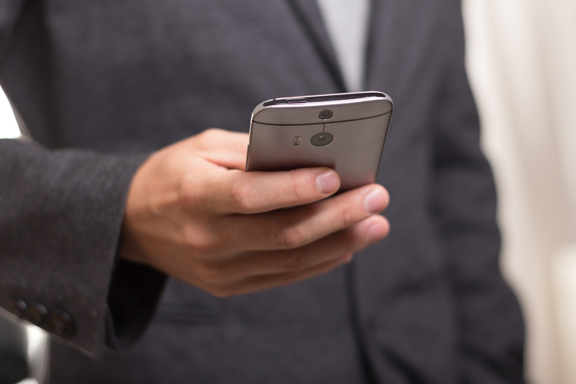 How Mobiles are Revolutionizing Business and Leisure in India