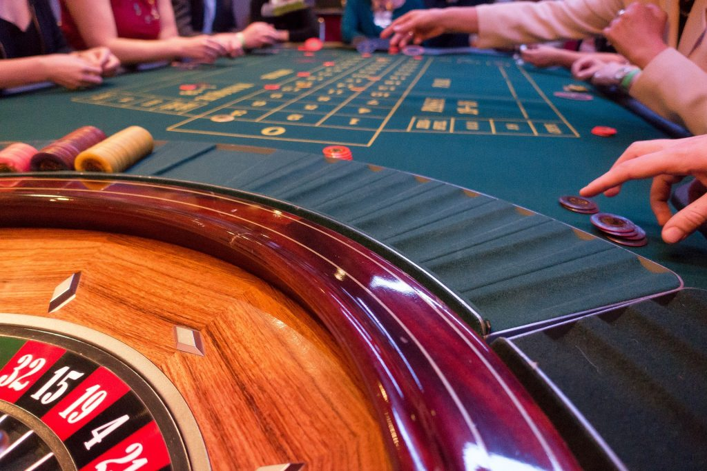 Should You Play Online or at A Land-Based Casino