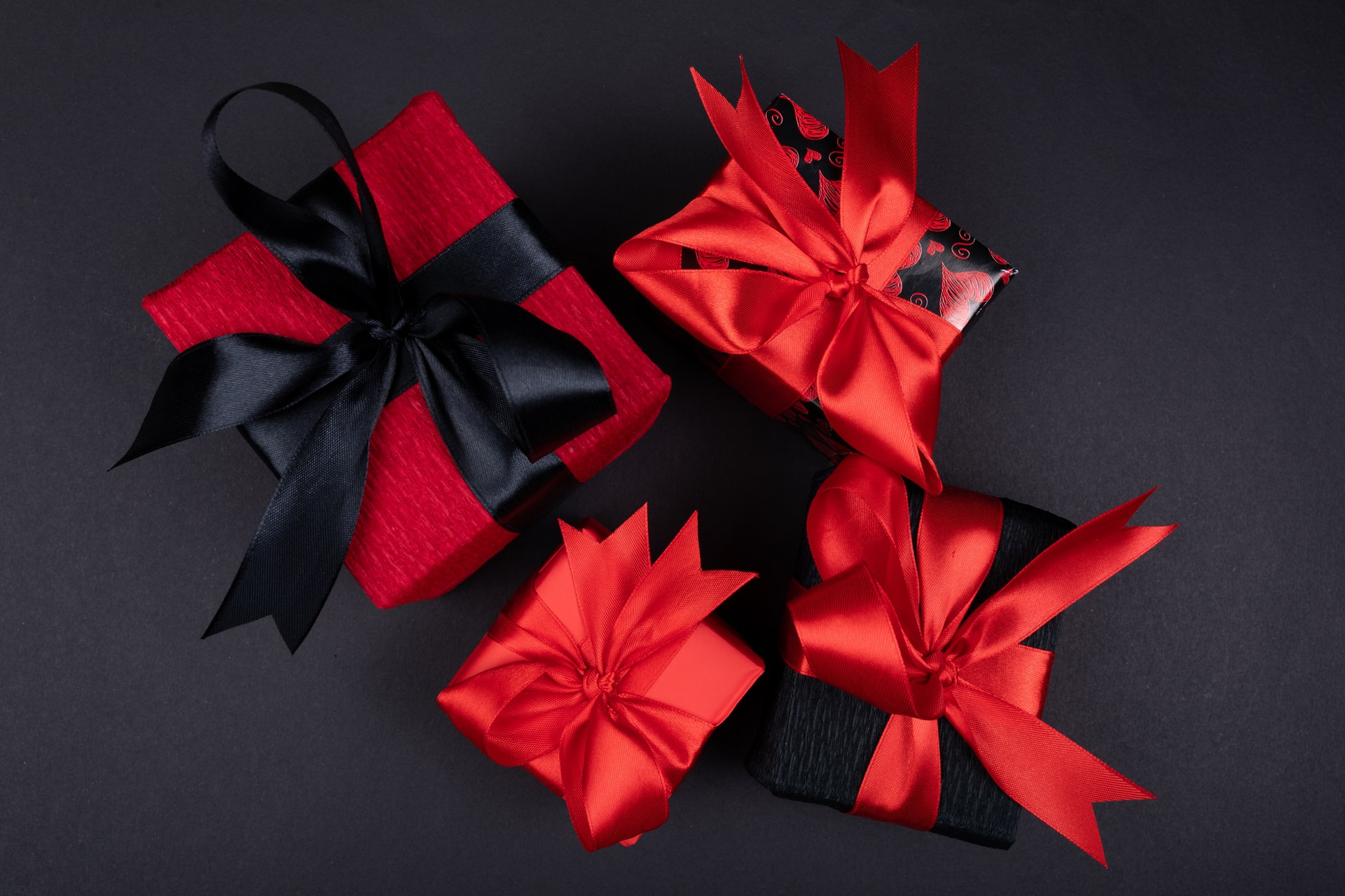 How to Surprise Your Girlfriend with the Best Gift this February?