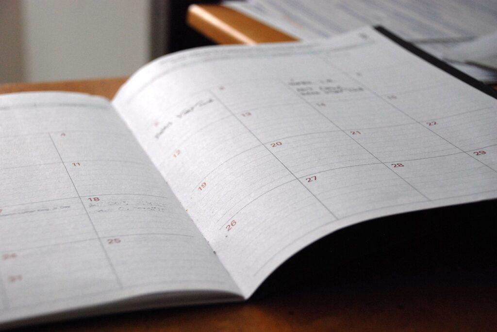 A day planner helps separate the tasks by days, so you can pack for a long-distance move properly.